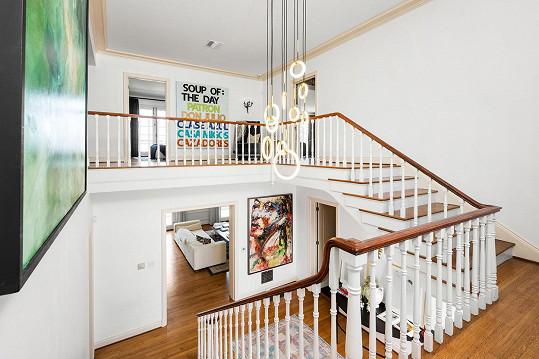 Celý dům je stylově zařízený.