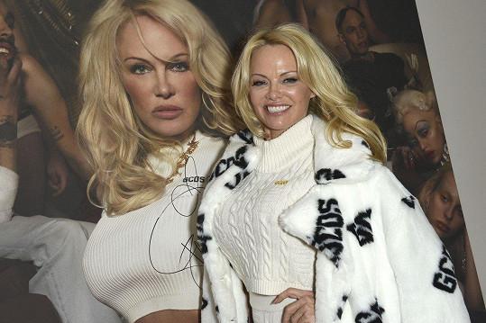 Pamela Anderson se na milánském módním týdnu objevila jako zástupce místní značky.