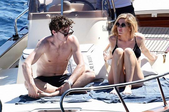 Ellie a Caspar spolu randí 18 měsíců.