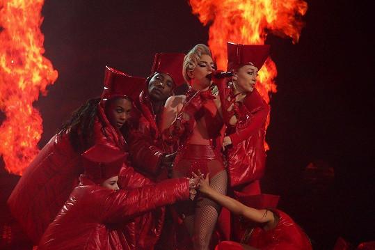 Vystoupení slavné americké zpěvačky bývají kostýmově i tanečně velmi náročná.