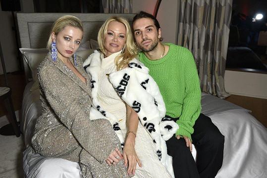 Jako tvář propagační kampaně své módní značky si ji vybral italský módní designér Giuliano Calza.