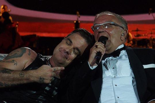 Robbie má s tátou hezký vztah.
