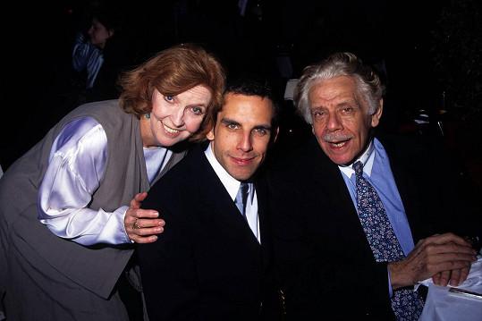 Ben Stiller s matkou Anne Mearou, která zemřela před pěti lety, a otcem Jerrym Stillerem, o jehož skonu herec informoval v pondělí.