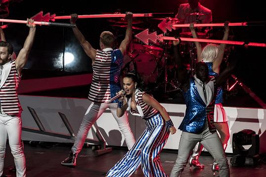 Katy na pódiu za svou favoritku málem vypustila duši.