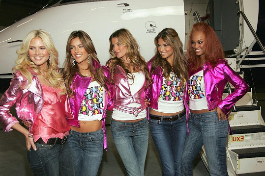 Slavná parta modelek Victoria's Secret, zleva Heidi Klum, Alessandra Ambrosio, Gisele Bündchen, Adriana Lima a Tyra Banks