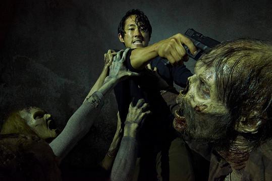Steven Yeun jako Glenn v Živých mrtvých