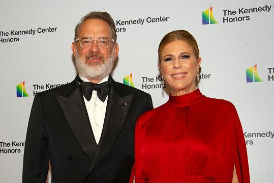 Hanks a jeho žena Rita Wilson prodělali nákazu koronavirem.