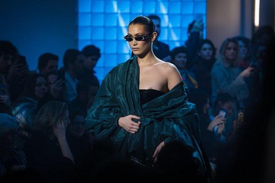 Tato malá nehoda se stala na přehlídce luxusní módy Alexandra Vauthiera v Paříži.