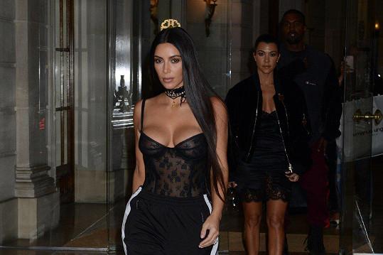 Kim Kardashian West si na průhledné a opnuté kousky potrpí.