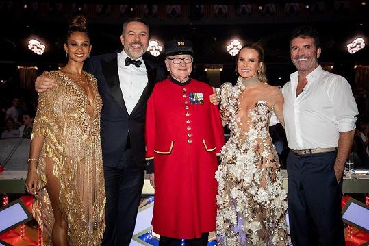 Alesha Dixon, David Walliams, výherce soutěže Colin Thackhery, Amanda Holden a Simon Cowell