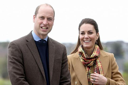 Společně mají tři děti a vypadají jako vyrovnaný a šťastný pár, který se spolu rád směje.