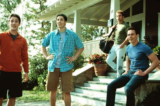 Seann William Scott (druhý zprava) v komedii Prci, prci, prcičky z roku 1999