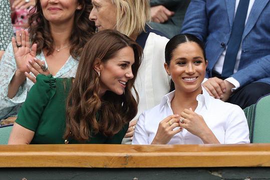 Vévodkyně Kate a Meghan našly na tenise společnou řeč.