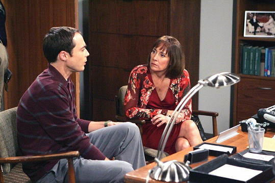 Laurie jako Sheldonova matka v Teorii velkého třesku