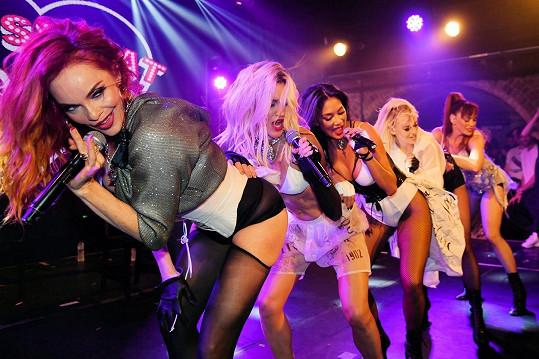 Skupinu Pussycat Dolls kritizují, že je až příliš sexy.