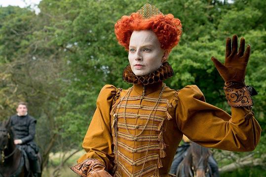 Margot jako královna Alžběta ve filmu Marie, královna skotská
