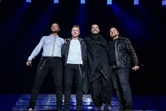 S kolegy z kapely Boyzone, zleva: Keith Duffy, Ronan Keating, Shane Lynch a Mikey Graham