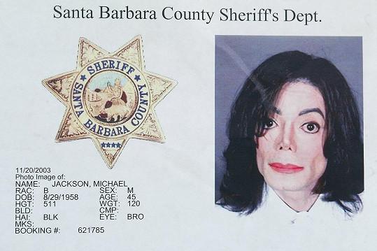 Jackson v policejních spisech na snímku z roku 2003