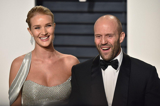 Rosie Huntington-Whiteley (30) se svým snoubencem, americkým akčním hercem Jasonem Stathamem (50)