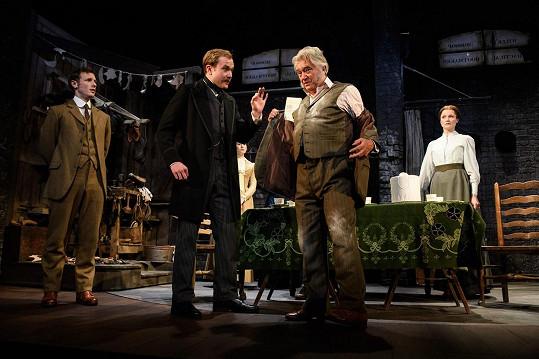 Ve hře Hobson's Choice v londýnském divadle Vaudeville (2018)