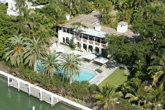 Phil Collins si pořídil sídlo po kolegyni Jennifer Lopez.
