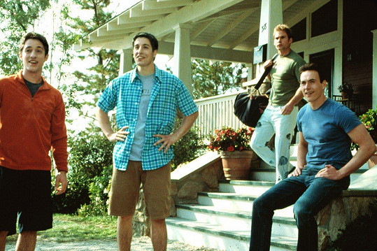 "Klein (vpravo) jako Chris ""Oz"" Ostreicher ve filmu Prci, prci, prcičky. Na snímku spolu s (zleva) Thomasem Ianem Nicholasem (Kevin), Jasonem Biggsem (Jim) a Seannem Williamem Scottem (Stifler)"