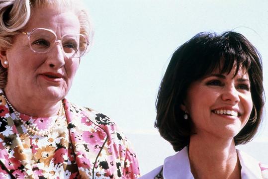 S Robinem Williamsem si zahrála v komedii Táta v sukni.