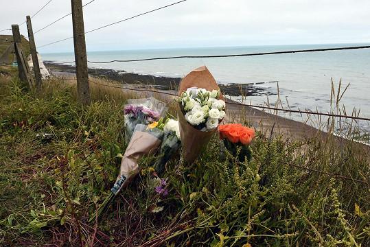 Earlův bratr zemřel v roce 2015 v Brightonu po pádu z útesu.
