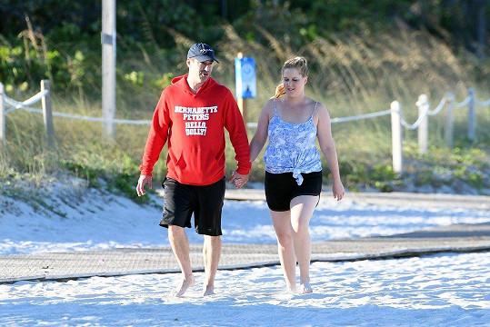 Amy Schumer s manželem Chrisem Fischerem na procházce v Miami