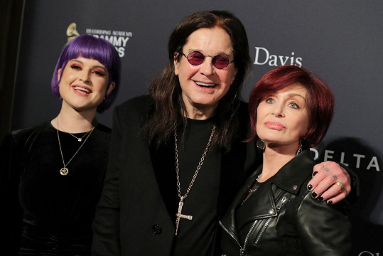 Manželka Sharon s dcerou Kelly jsou mu velkou oporou.