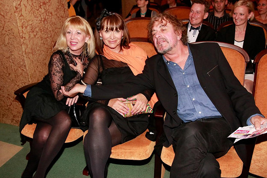 Loni na premiéře filmu Andílek na nervy s Petrou Černockou a jejím mužem Jiřím