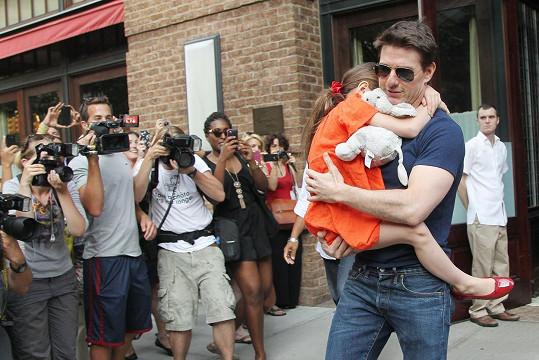 Tom Cruise se Suri na snímku z roku 2012