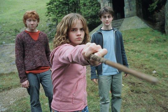 Watson stejně jako Daniela Radcliffa a Ruperta Grinta (vlevo) proslavila sága o Harrym Potterovi.