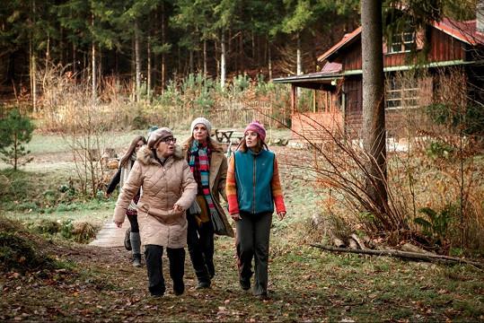 Snímek se natáčel uprostřed lesů na chalupě.