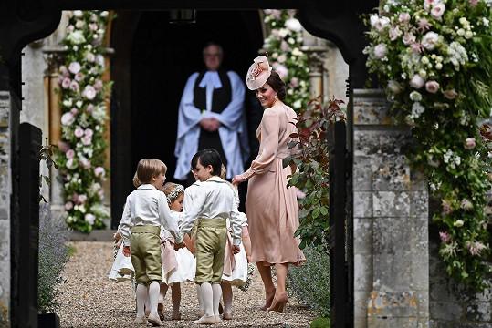 Kate na svatbě své sestry