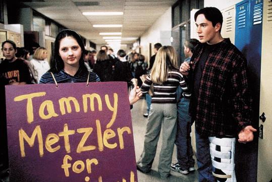 Jessica Campbell jako Tammy ve filmu Kdo s koho