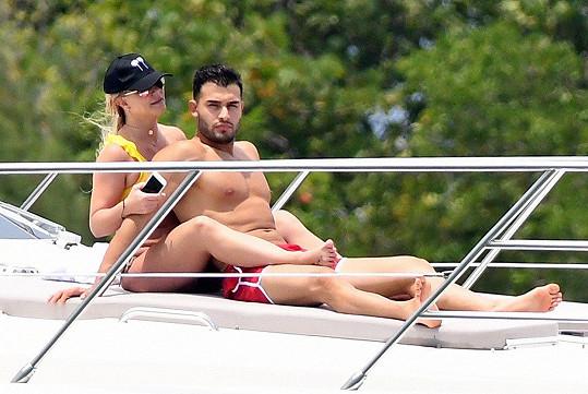 Britney Spears si užívá dovolenou s přítelem.