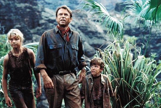 Ariana Richards ve slavném Jurském parku (1993). Na snímku se Samem Neillem a Josephem Mazzellem (vpravo)