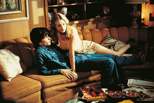 Ve filmu Hříšné noci (1997) se objevuje po boku Marka Wahlberga a jelikož hraje pornoherečku, objeví se v něm i nahá.