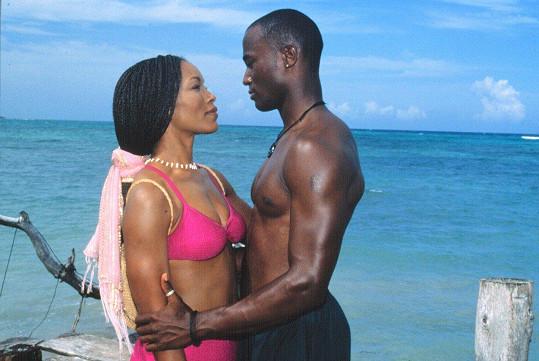 Angela Bassett a Taye Diggs ve filmu Nevinný výlet (1998)