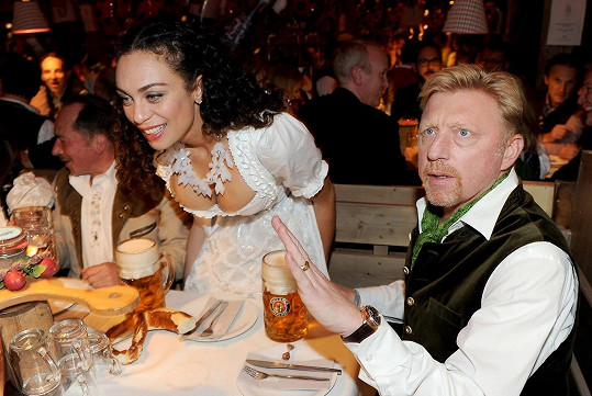 Bývalý tenista Boris Becker si svou ženu dokázal ohlídat.