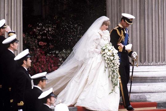Charles a Diana se brali před 40 lety.