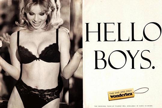 Modelka v ikonické kampani na podprsenky Wonderbra