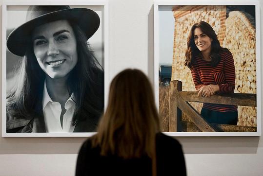 Snímky ze série od Joshe Olinse jsou k vidění v londýnské National Portrait Gallery.