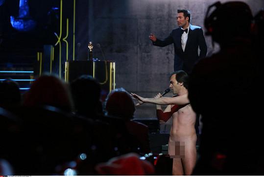Sébastien Thiéry se na udílení cen objevil zcely nahý.