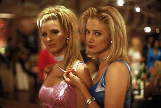 Mira Sorvino (vpravo) proslula po boku Lisy Kudrow ve filmu Romy a Michele.