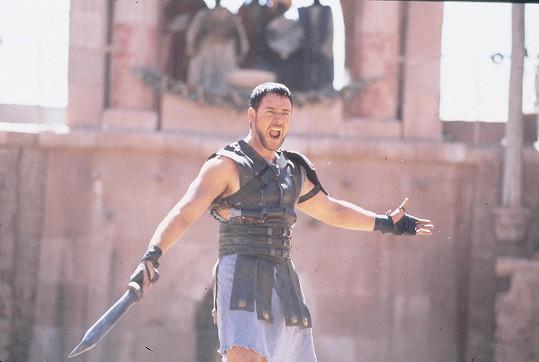 Ve své slavné roli ve filmu Gladiátor.
