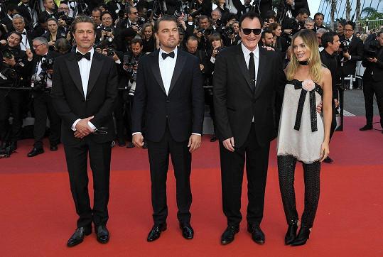 Brad Pitt, Leonardo DiCaprio, Quentin Tarantino a Margot Robbie (zleva) na premiéře filmu Tenkrát v Hollywoodu