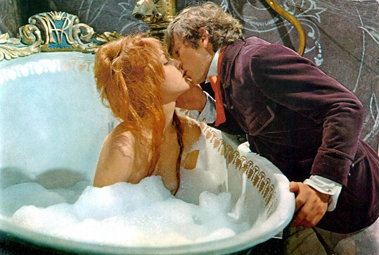 Sharon Tate a Roman Polanski ve filmu Ples upírů