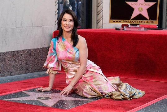 Na hollywoodském chodníku slávy odhalila svou hvězdu.